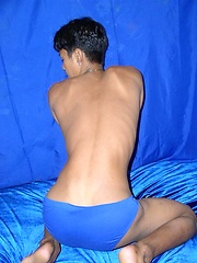 Asian twink show shis butt