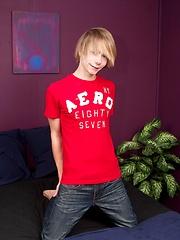 Str8 american boy in solo jerking session