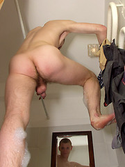 Tattooed twink rubs his muscled ass in the shower