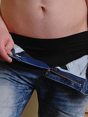 Cute 18year old bottom boy David shows us his stuff in this sexy solo pics