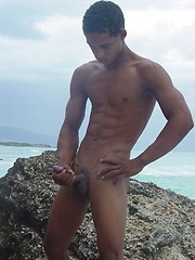 Sporty latino twink rubs his muscled ass outdoors