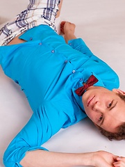 19 y.o. first-time homo Alex Newmann is posing on the floor