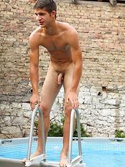 Gay jocks have outdoor fun