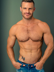 Landon Conrad comes to Helix Studios to show Jessie Montgomery a thing